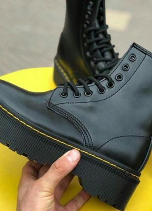 Черные массивные ботинки на высокой подошве