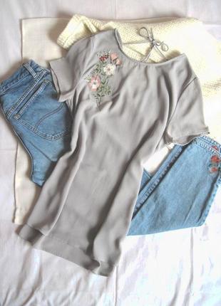 Удлинённая блузка с вышивкой и красивой спинкой new look