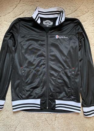 Стильная спортивная куртка