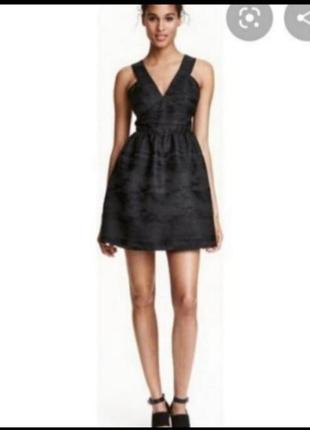 Чёрное платье с пышной юбкой от h&m
