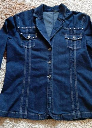 Модный джинсовый пиджак