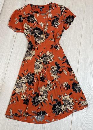 Платье на пуговках в цветочный принт