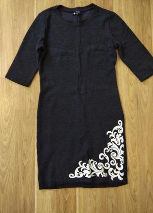 Платье с четвертным рукавом