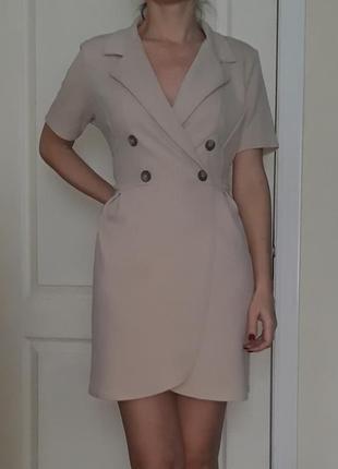Бежевое платье-блейзер