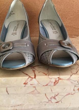Элегантные туфельки на танкетке от marco tozzi.