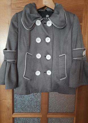 Отличный пиджак на худенькую девушку. размер указан 42