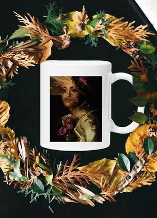 Чашка с принтом - нарисованая леди