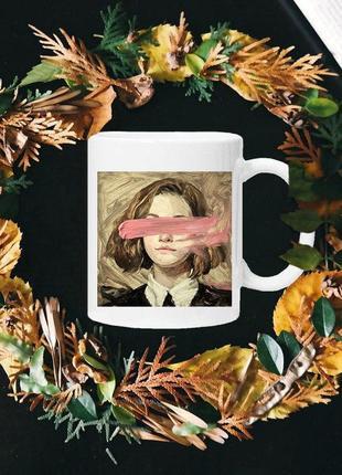 Чашка с принтом - девушка