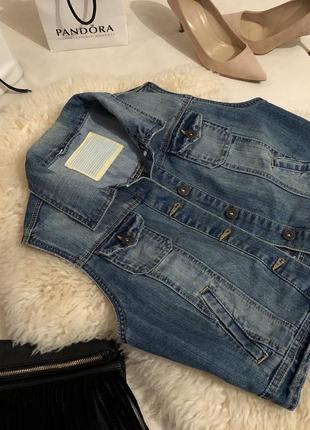 Мега стильная суперская джинсовка жилетка с потертостями и сжатием на р. м ...💄❤️💋
