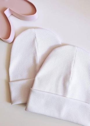 Демисезонная шапка белая