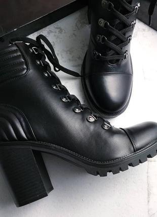 Guess оригинал черные ботинки на широком каблуке и шнуровке3 фото