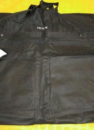 Фирменный чехол для одежды с внешним карманом