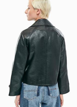 Трендовая укороченная куртка из эко-кожи размер м