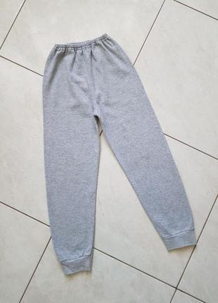Спортивные трикотажные штаны с начесом на 122-128 см