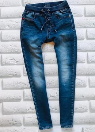 Next стильные  трикотажные джинсы  на мальчика 9 лет