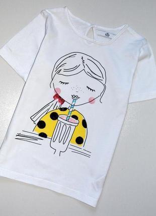 Marks & spencer. белая футболка с девочкой пьющей коктейль. 6-7 лет. рост 122 см