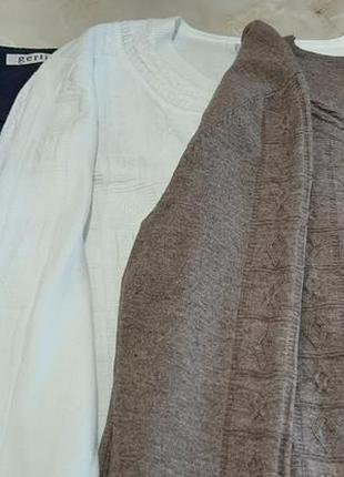 Белый свитер однотонный текстурный синий коричневый