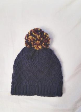 Вязаная шапка с помпоном bershka