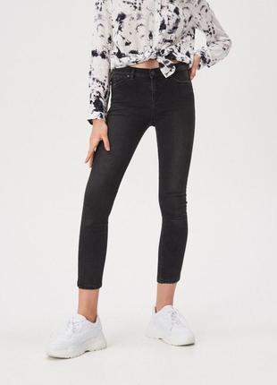 Базовые серые джинсы скинни штаны от sinsay