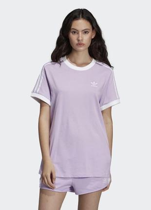 Женская футболка adidas 3-stripes из новых коллекций.