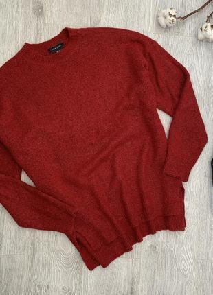 Темно красный, бордовый свитер