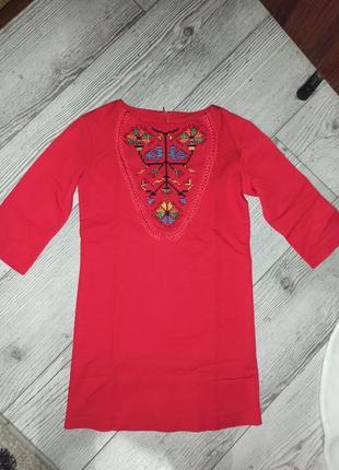 Шикарне червоне плаття дизайнерське сварга вишивка 128р. 150 грн