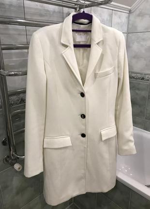 Белый плащ пиджак