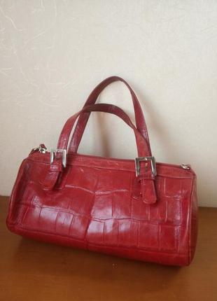 Красная сумочка из натуральной кожи с принтом крокодил