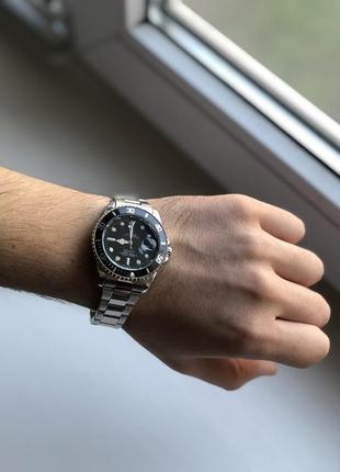 Мужские часы серебристого цвета