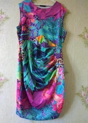 Яркое платье wallis
