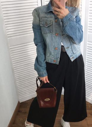 Світла укорочена джинсовка