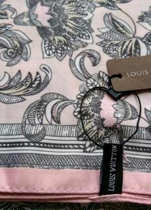 Пудровый розовый платок шарф