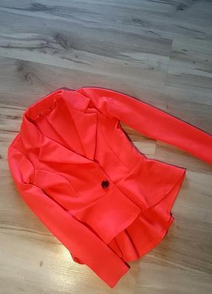Пиджак яркий с баской,летний пиджак с