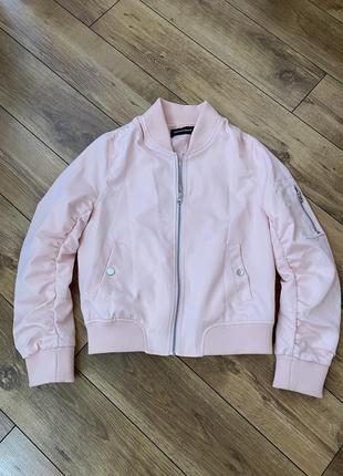 Пудровый бомбер куртка