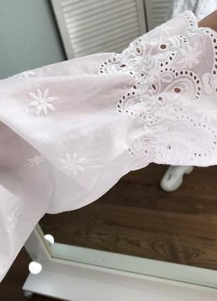 Розкішна вишита блузка з натуральної тканини3 фото