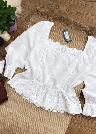 Розкішна вишита блузка з натуральної тканини