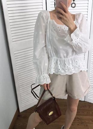 Розкішна вишита блузка з натуральної тканини2 фото
