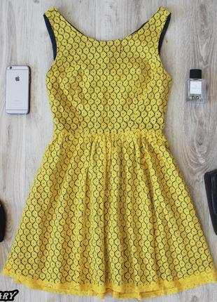 Желтое кружевное платье monteau