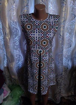 Стильное платье с геометрическим принтом zara