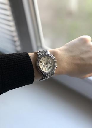 Элегантные женские наручные часы серебристого цвета