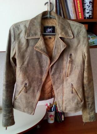 Крутая кожаная куртка косуха с потертостями, эффект состаривания