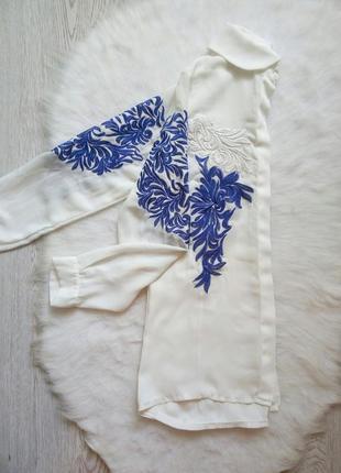 Белая рубашка блуза с цветочной вышивкой белой синей длинный рукав нарядная дизайнерская