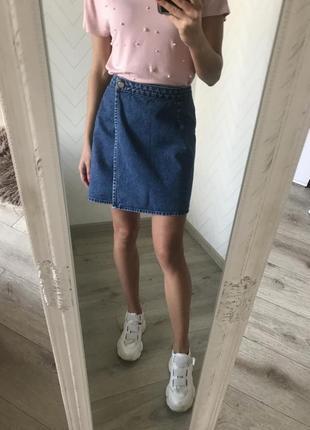Джинсовая юбка и футболка в жемчужинах s