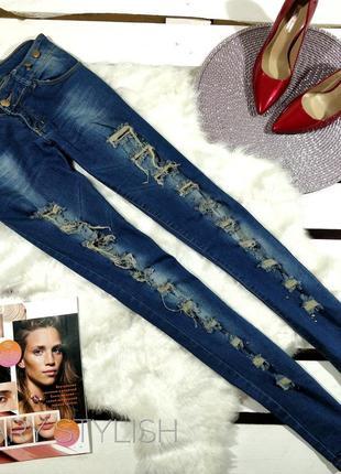 Синие джинсы с сеточкой и камнями