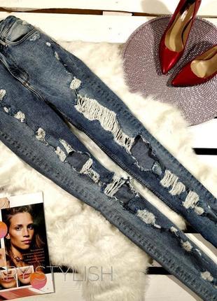 Классные джинсы рванки по типу mom