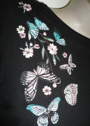 Кофточка с вышивкой бабочки