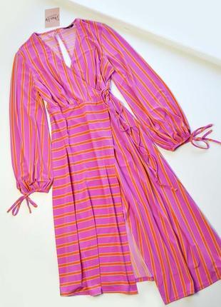Асимметричное контрастное платье миди в полоску