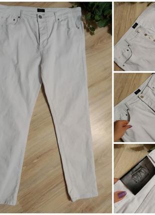 Белые джинсы стрейч зауженные к низу
