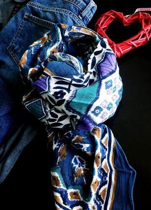 Яркий шарф, платок