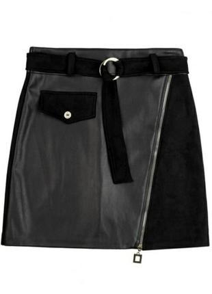 Черная кожаная замшевая короткая юбка с молнией поясом